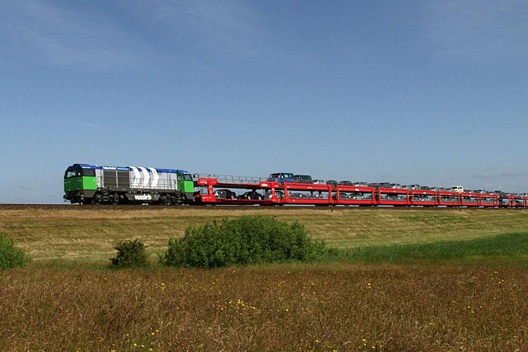 Die Vossloh-Lok 10001459 bei Morsum. Foto: Christoph Müller